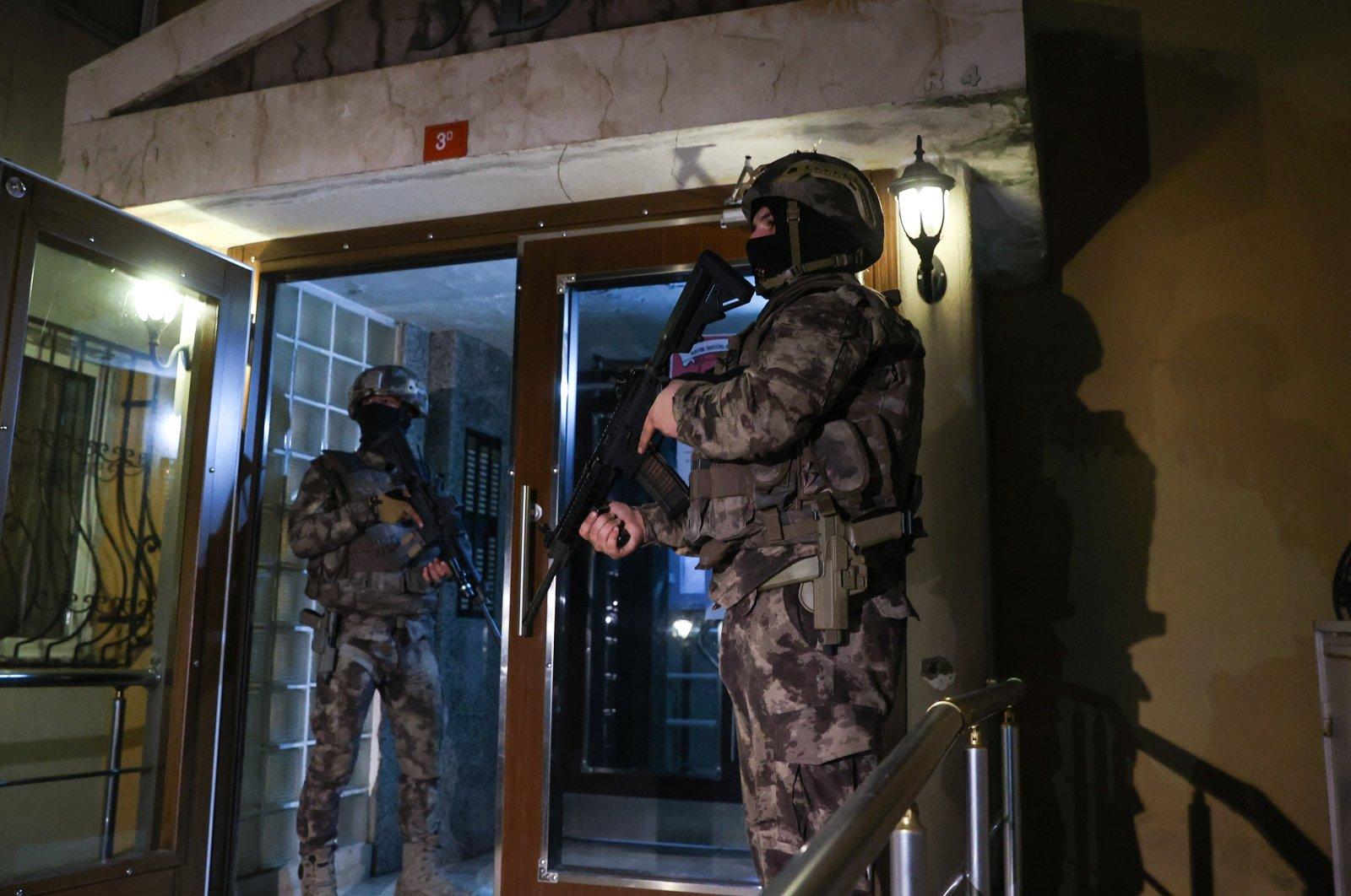 Special operations police stand guard outside a home being raided, in Istanbul, Turkey, Dec. 18, 2020. (AA Photo)