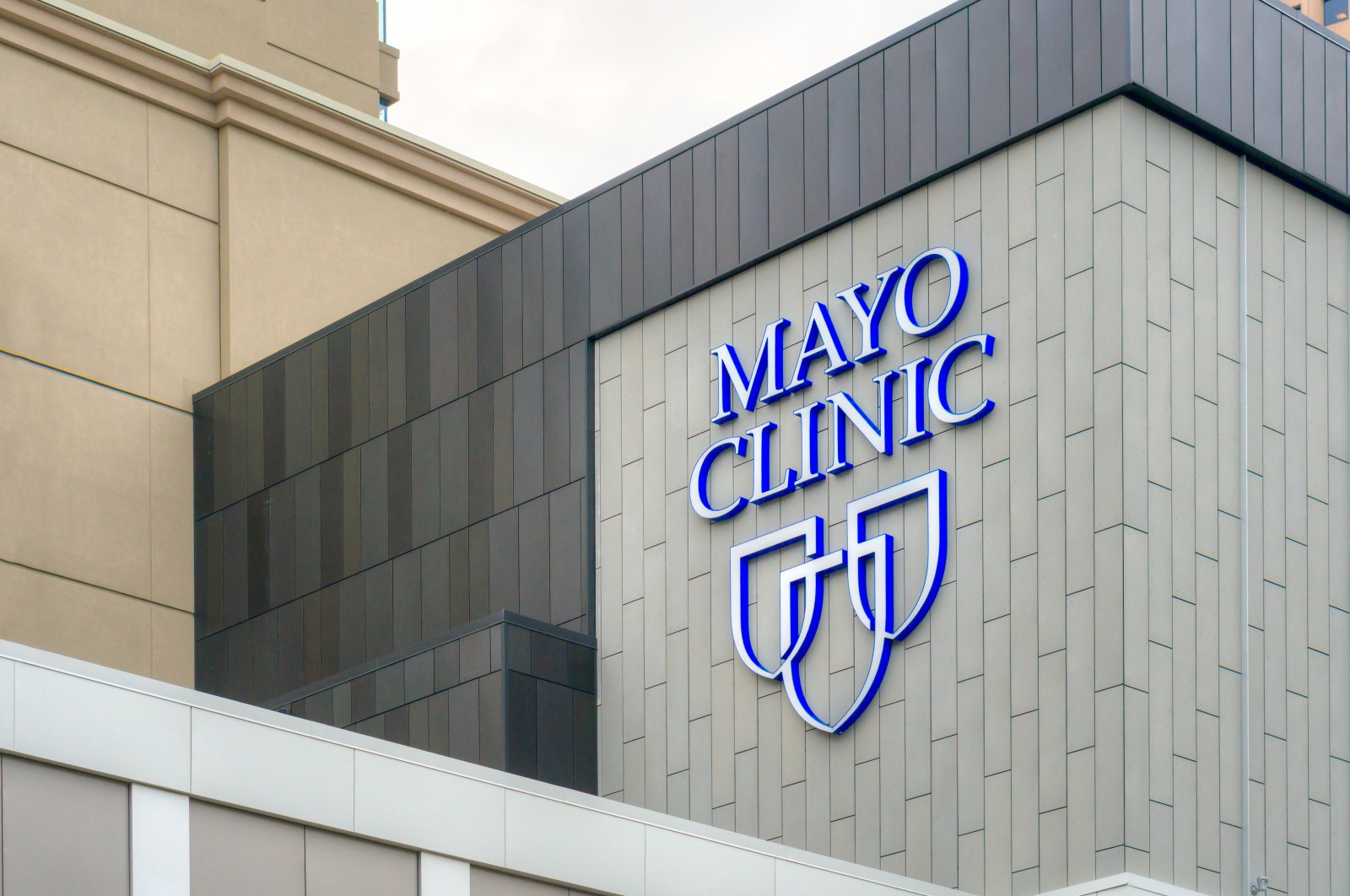 The Mayo Clinic entrance and sign, in Rochester, Minnesota, U.S., May 23, 2016. (Shutterstock Photo)