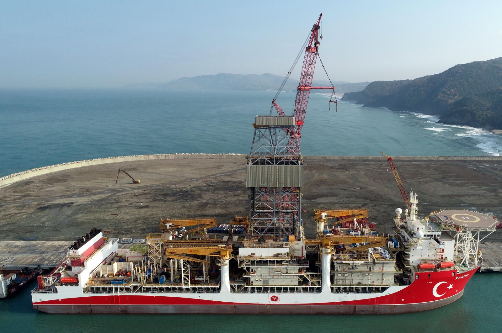 The Kanuni drillship is seen docked at Filyos port before setting sail for drilling activities in the Black Sea, Zonguldak province, northern Turkey, Jan. 25, 2021. (DHA Photo)