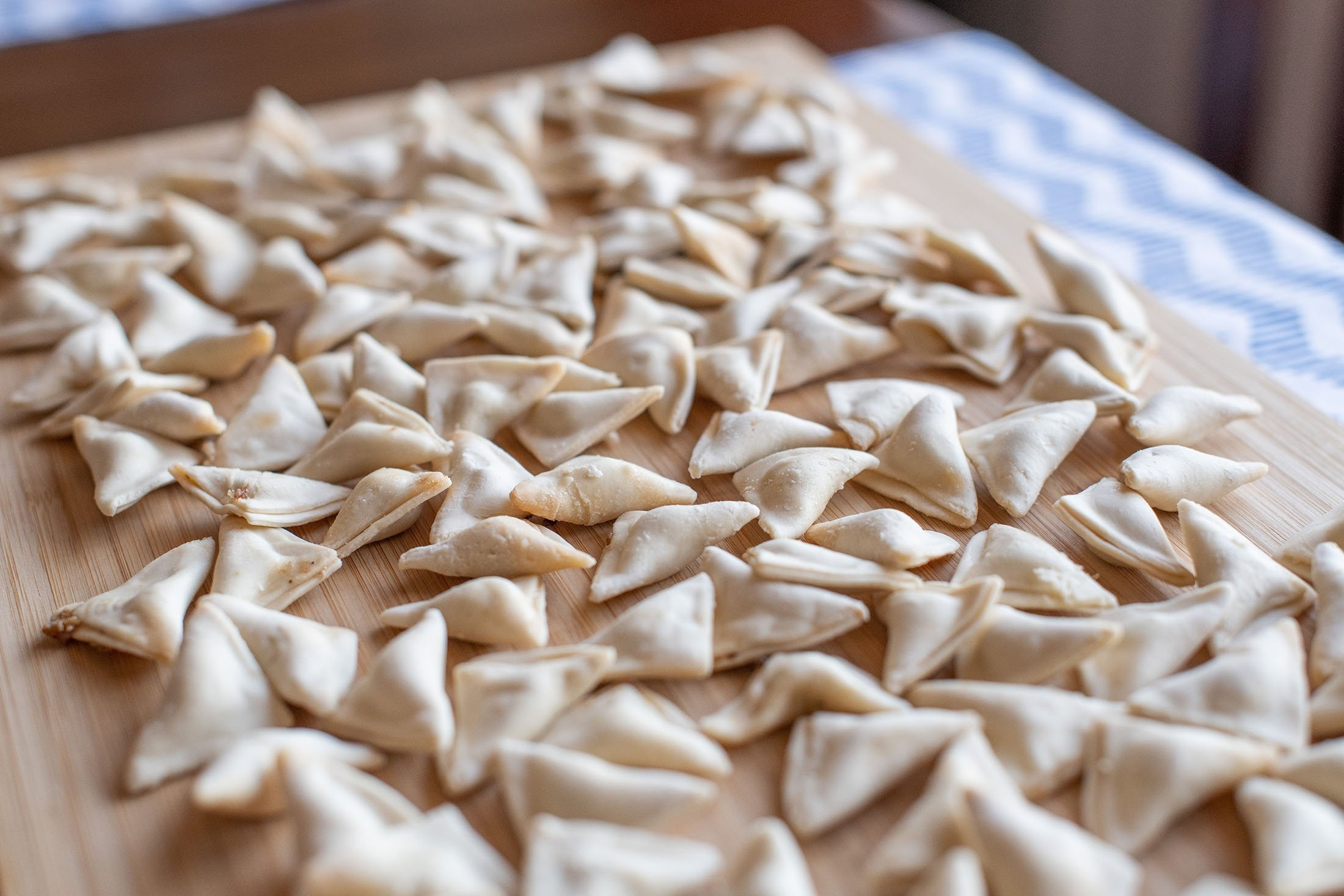 Triangle or amulet-shaped mantı is preferred in the Black Sea and Thrace regions in Turkey. (Shutterstock Photo)
