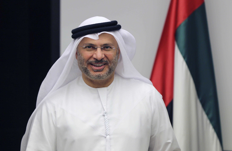 BAE Dışişleri Bakanı Anwar Karkash, 24 Haziran 2017'de Birleşik Arap Emirlikleri'nin Dubai kentinde basın toplantısı için geldi.  (AP fotoğrafı)