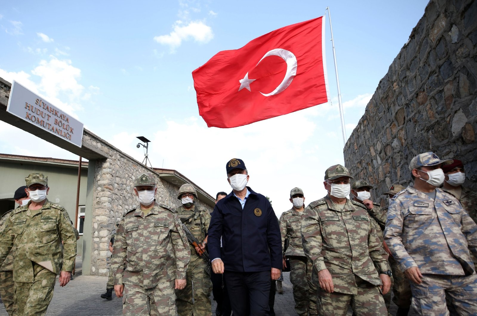 Turkish Defense Minister Hulusi Akar (C) visits Turkish troops at the border with Iraq, in Hakkari, Turkey, June 19, 2020. (File photo courtesy of Turkish Ministry of National Defense)