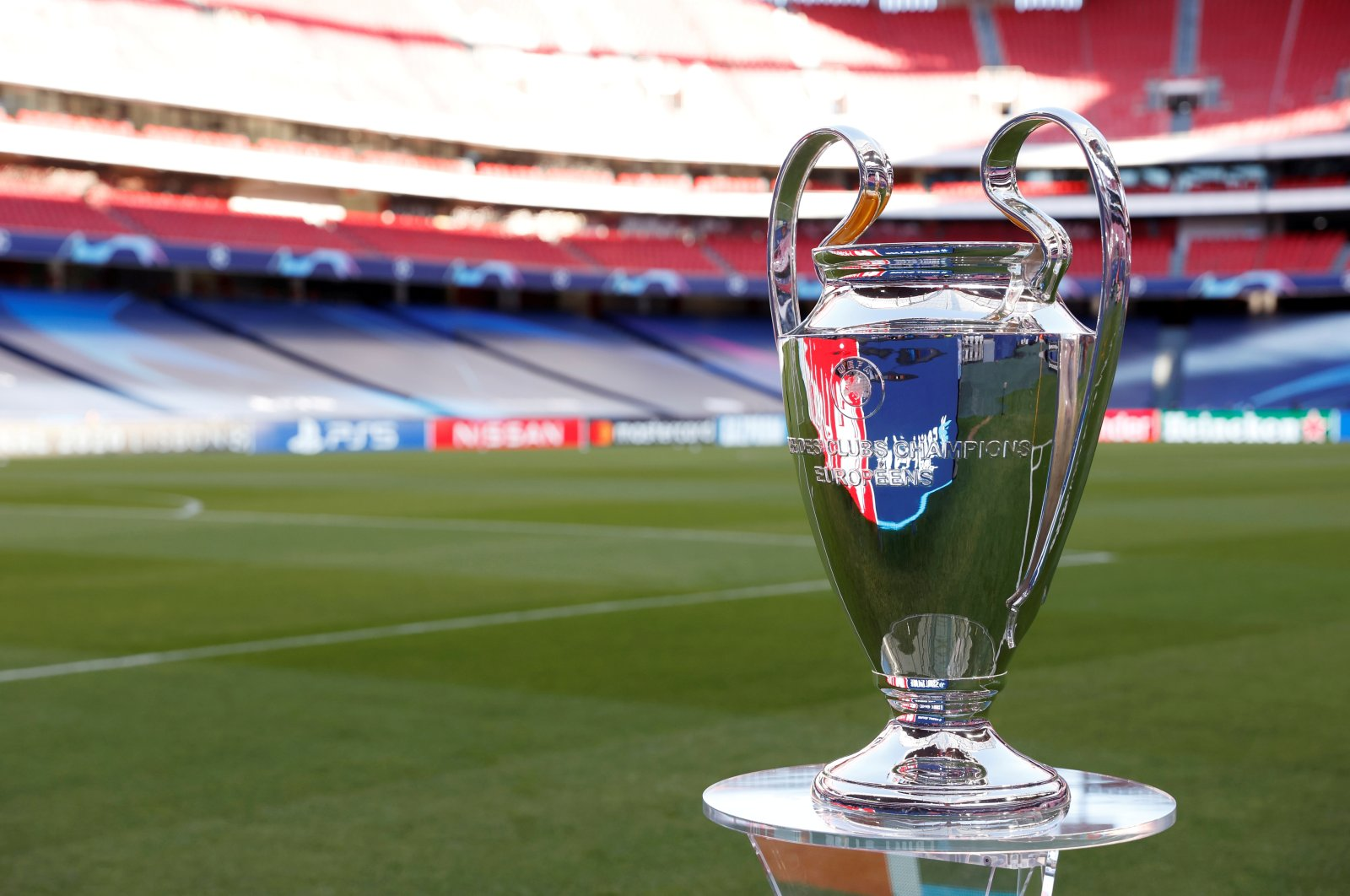 The Champions League trophy is seen before the 2020 final between Bayern Munich and Paris Saint-Germain, Estadio da Luz, Lisbon, Portugal, Aug. 23, 2020. (REUTERS Photo)