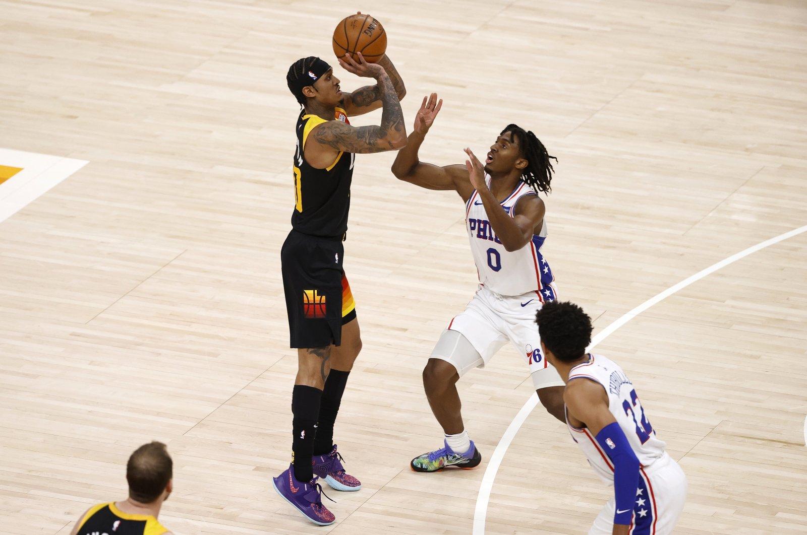 Utah Jazz guard Jordan Clarkson (L) looks to shoot as Philadelphia 76ers guard Tyrese Maxey (R) looks to defend at Vivint Smart Home Arena, Salt Lake City, Utah, Feb 15, 2021. (Reuters Photo)
