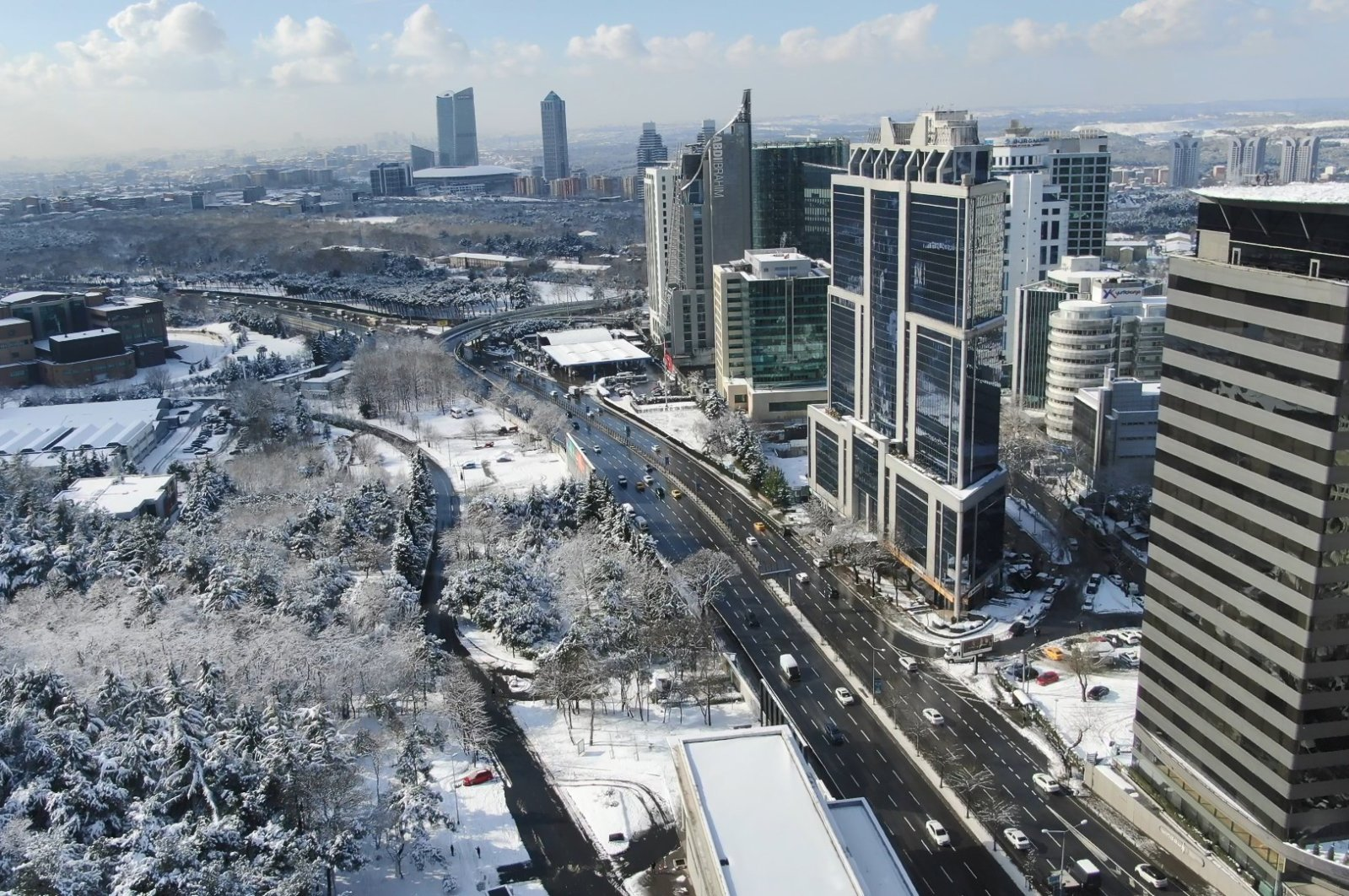 Snow covers the skyscrapers in the Maslak banking and financial district in Istanbul, Turkey, Jan. 18, 2021. (DHA Photo)