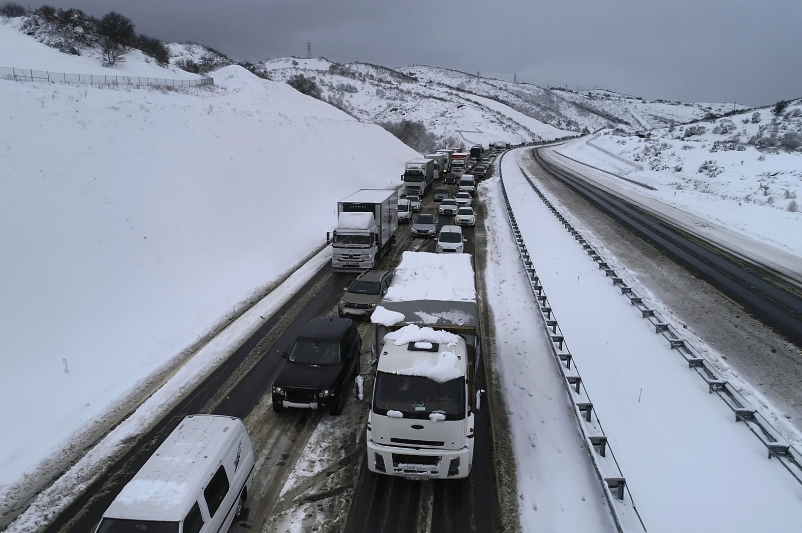 Vehicles stranded on a road in Balıkesir, western Turkey, Feb. 16, 2021. (DHA PHOTO)