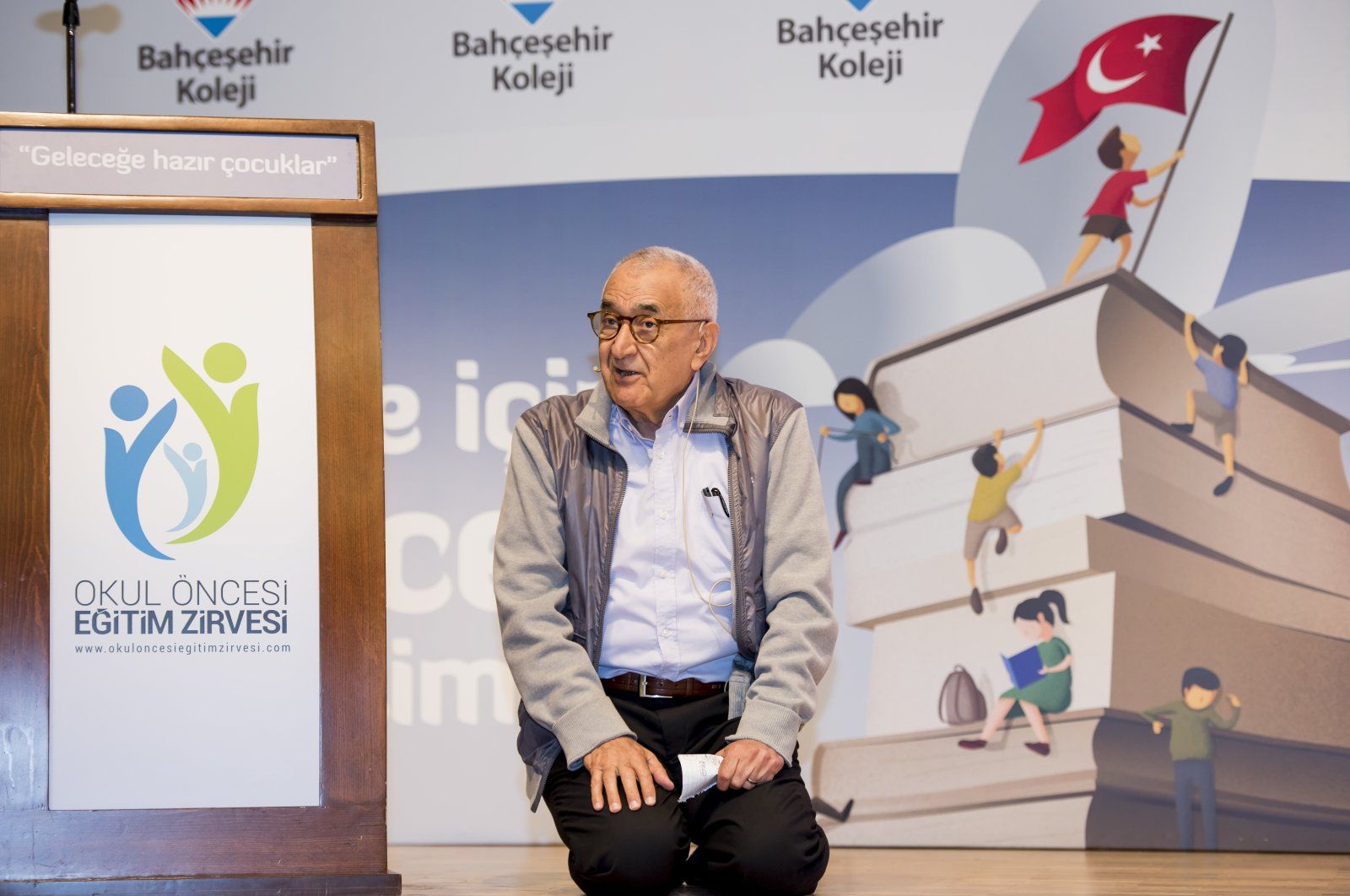 Doğan Cüceloğlu speaks at a conference in Istanbul, Turkey, May 6, 2017. (PHOTO BY YAĞMUR DİNÇ)