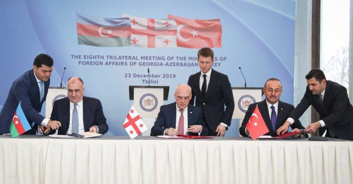 Foreign Minister Mevlüt Çavuşoğlu (L), Azerbaijani Foreign Minister Elmar Mammadyarov (R) and Georgian Foreign Minister David Zalkaliani sign agreements during a meeting in Tblisi, Georgia, Dec. 23, 2019. (AA Photo)