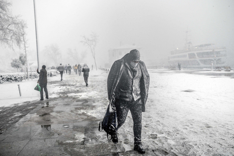 A man makes his way through a heavy snow storm in Kadıköy district, in Istanbul, Turkey, Feb. 17, 2021. (AFP PHOTO)