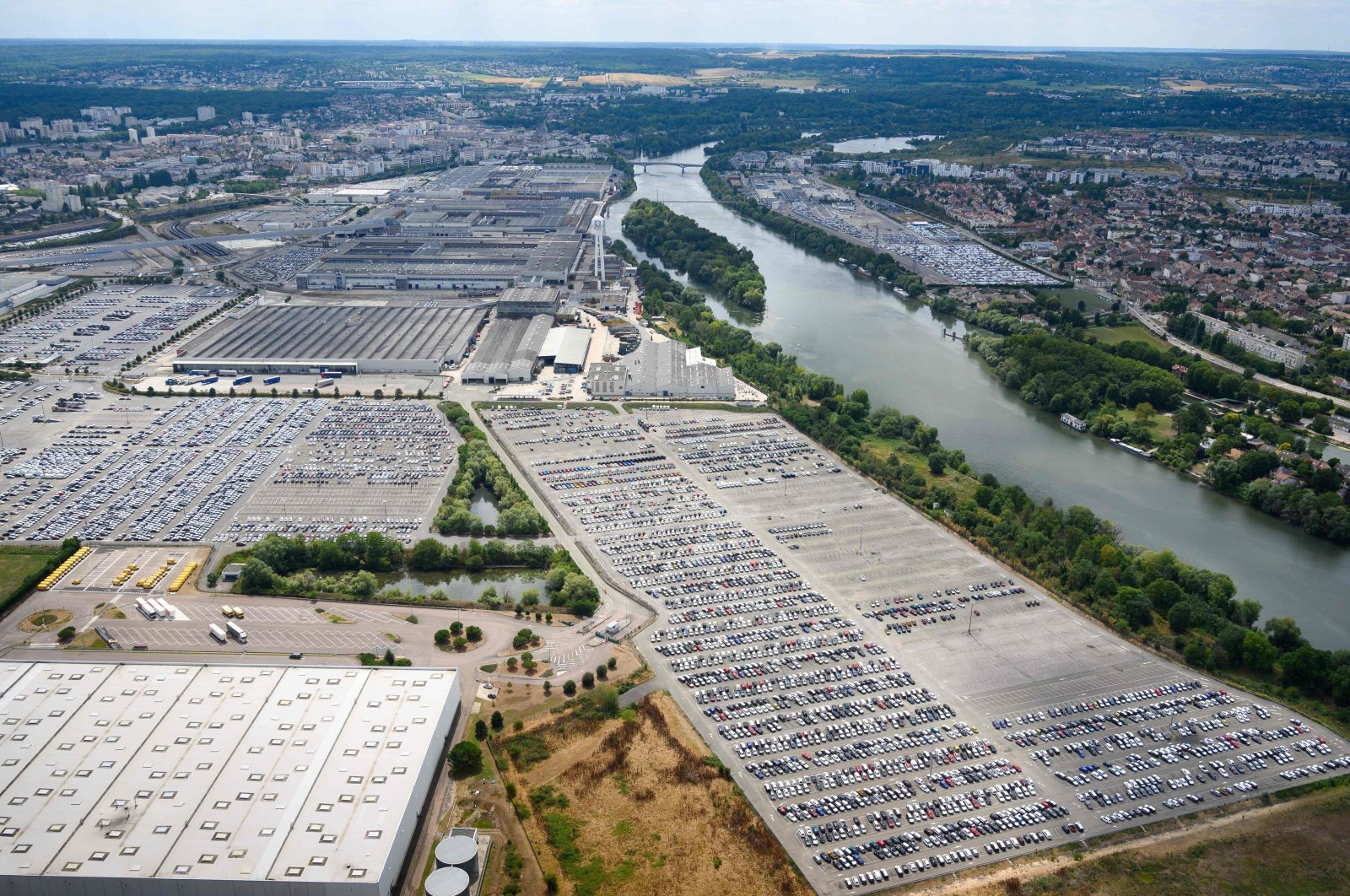 An aerial view taken of vehicles at the Groupe PSA facility in Carrieres-sous-Poissy, on the outskirts of Paris, France, Aug. 8, 2019. (AFP Photo)