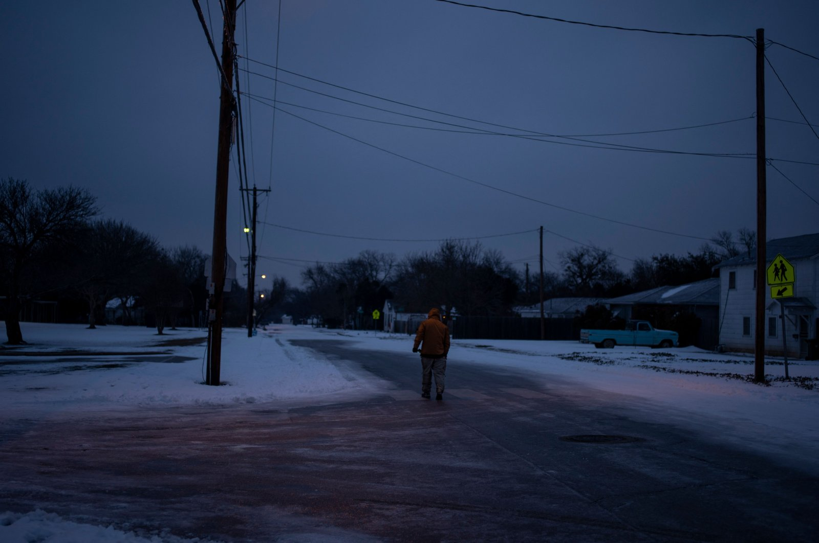 Charles Andrews, 57, walks home through his neighborhood in Waco, Texas as severe winter weather conditions over the last few days have forced road closures and power outages over the state, Feb. 17, 2021. (AFP Photo)