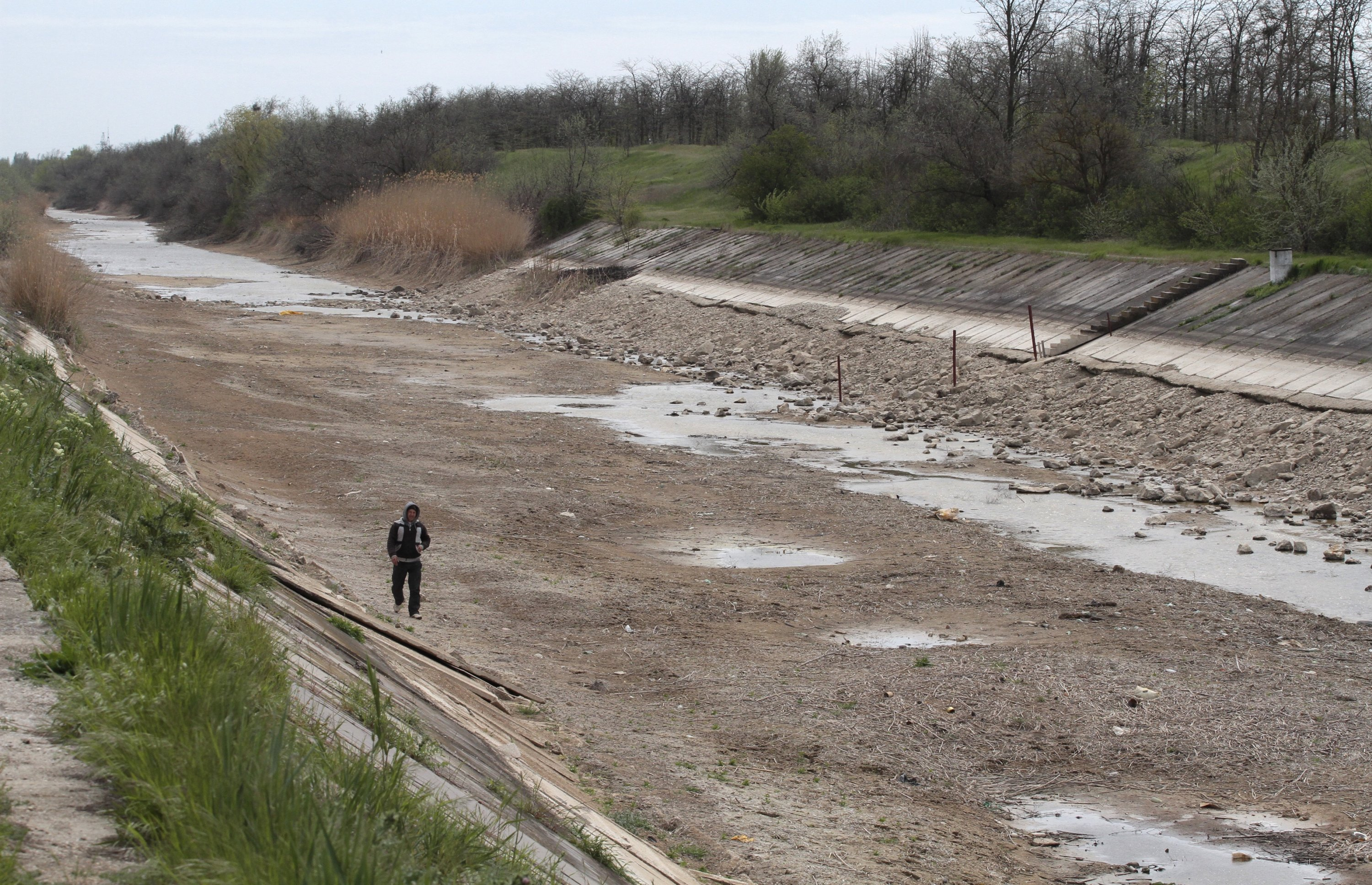 A view shows a section of the North Crimean Canal outside the settlement of Tabachnoye near Dzhankoi in Crimea, April 25, 2014. (Reuters File Photo)