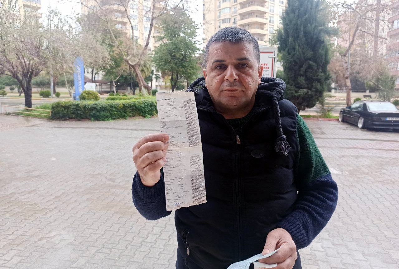 Ferit Aslan poses with his negative blood alcohol test in Mersin, Turkey, Feb. 21, 2021. (DHA Photo)