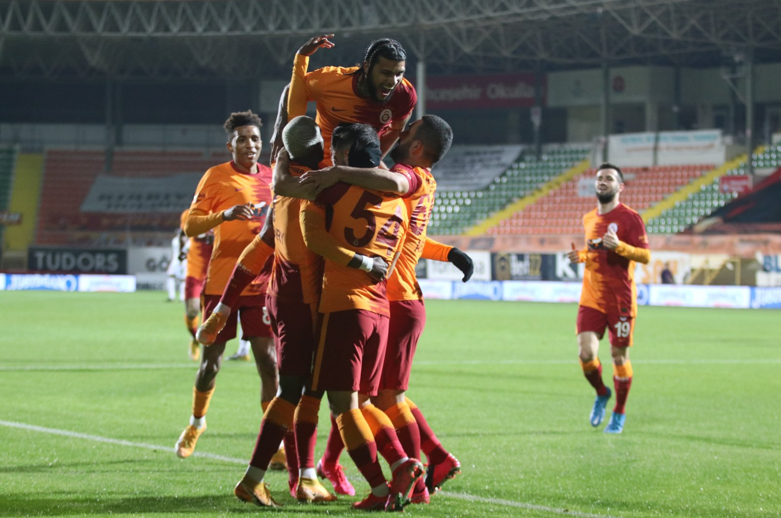 Galatasaray players celebrate a goal against Alanyaspor at Antalya's Bahçeşehir Okulları Stadium, Jan. 20, 2021. (IHA Photo)