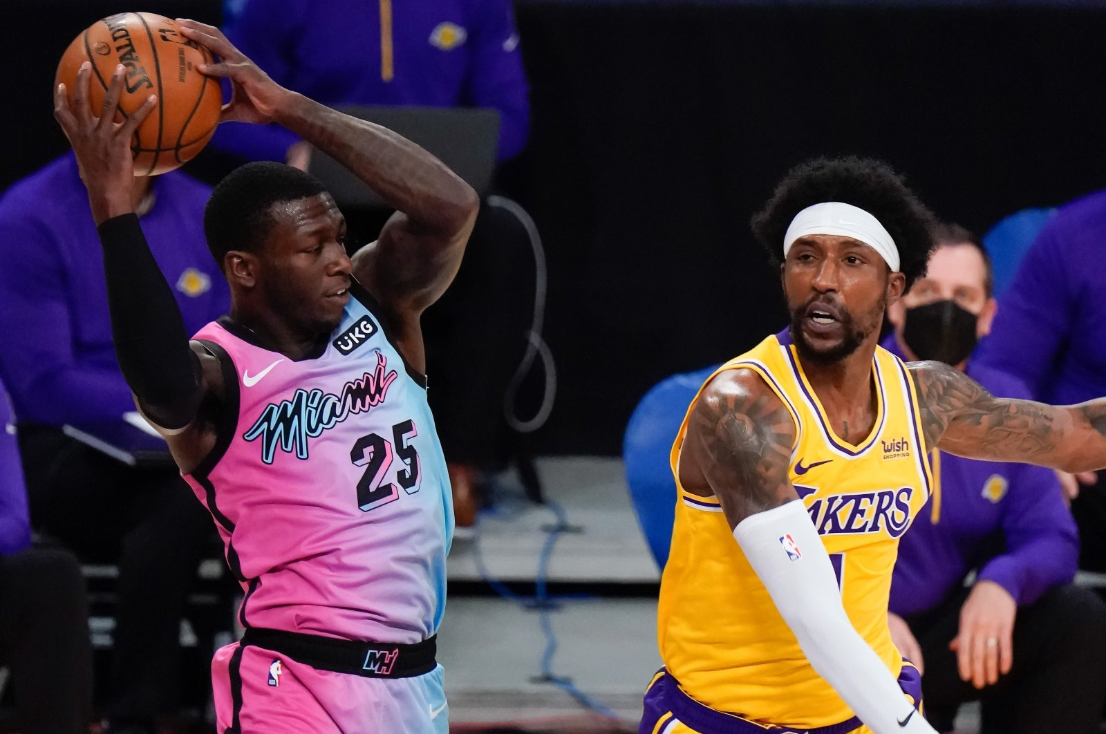 Miami Heat guard Kendrick Nunn (L) grabs a rebound away from Los Angeles Lakers guard Kentavious Caldwell-Pope during an NBA match at Staples Center, Los Angeles California,Feb 20, 2021. (Reuters Photo)