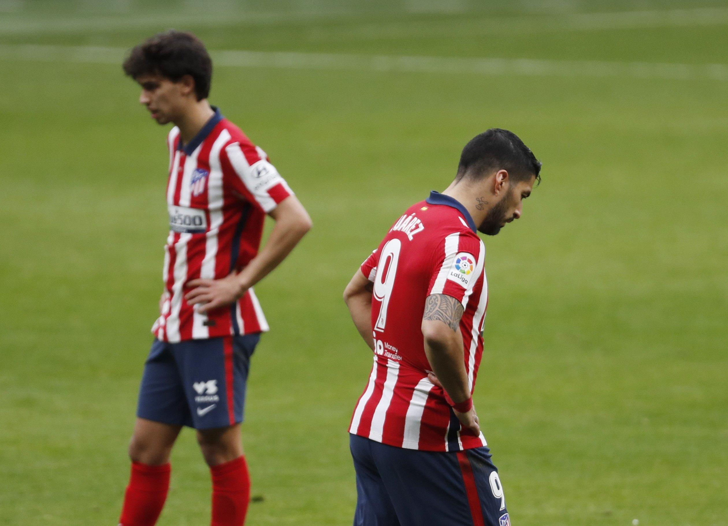 Atletico Madrid's Luis Suarez (R) and João Félix look dejected against Levante, Wanda Metropolitano, Madrid, Spain - Feb. 20, 2021. (Reuters Photo)