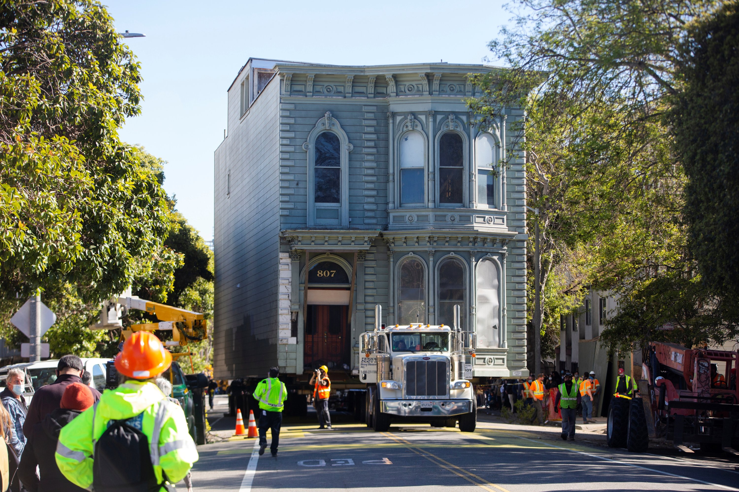 The 139-year-old Victorian house known as the Englander House is hoisted on a flat bed truck and pulled down Fulton Street towards its new location, as the original site is to be used to build a 48-unit, eight-story apartment building, in San Francisco, California, U.S. Feb. 21, 2021.  (Reuters Photo)