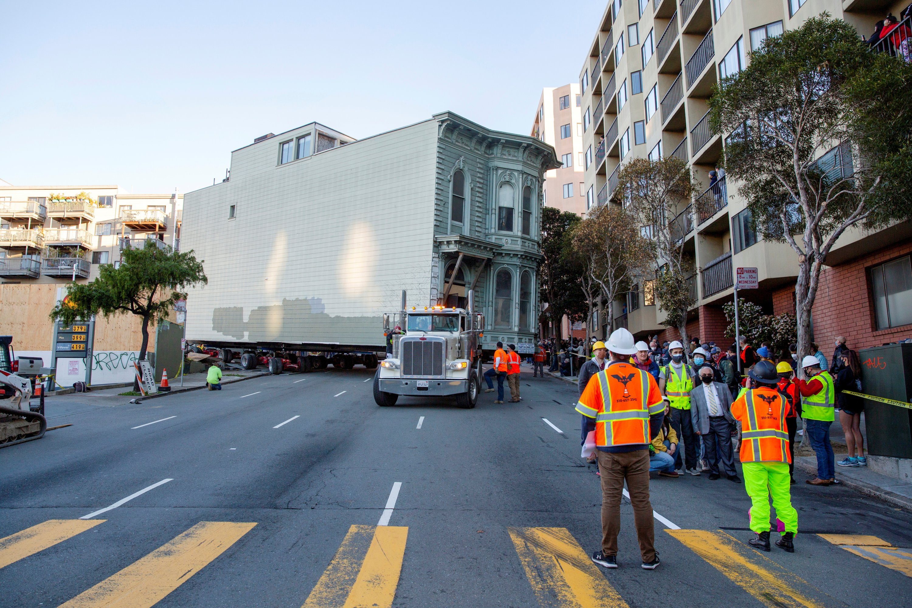 The 139-year-old Victorian house, known as the Englander House, is hoisted on a flatbed and pulled onto Franklin Street toward its new location six blocks away, as the original site is to be used to build a 48-unit, eight-story apartment building, in San Francisco, California, U.S., Feb. 21, 2021.  (Reuters Photo)
