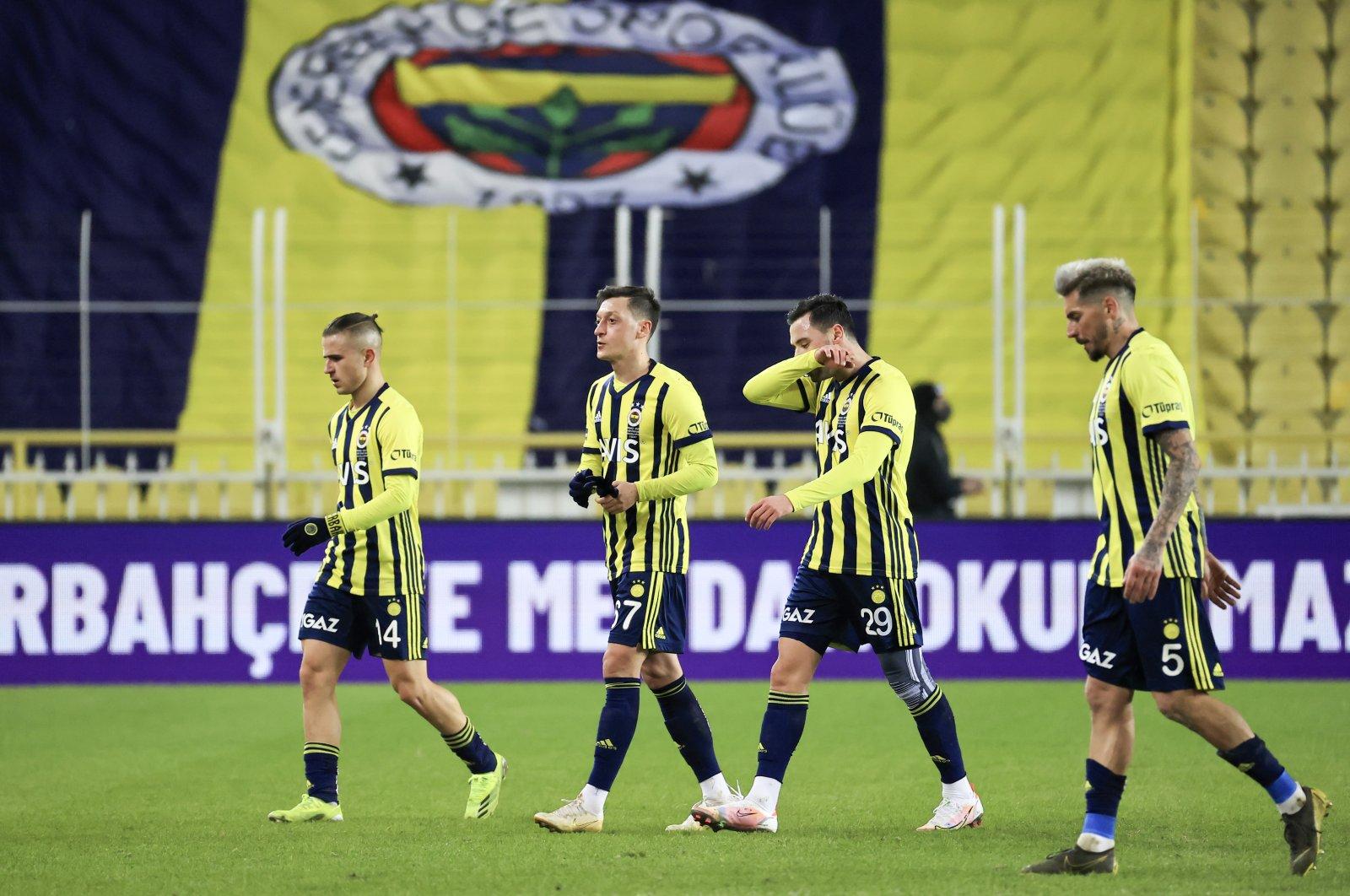 Fenerbahçe players Jose Ernesto Sosa (2nd R), Sinan Gümüş (R), Mesut Özil (C) and Dimitris Pelkas (L) walk off the pitch after losing their match to Göztepe, Istanbul, Turkey, Feb. 21, 2021. (AA Photo)