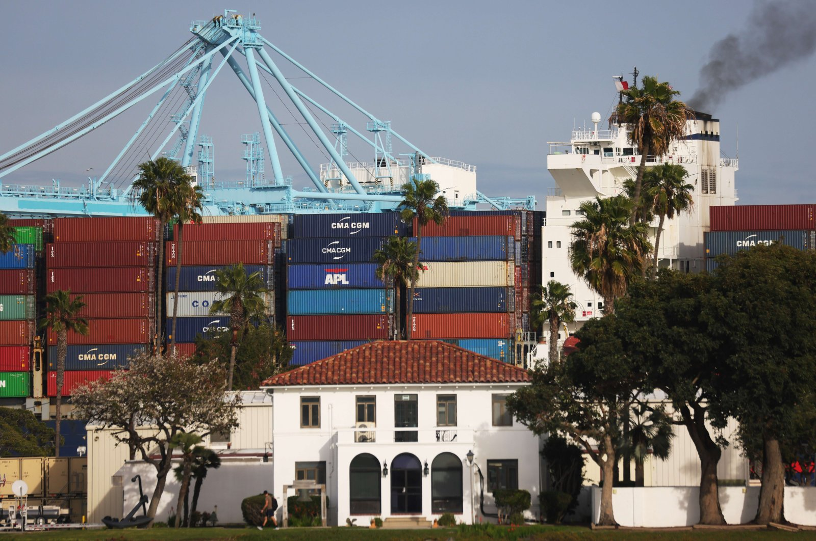 A container ship enters the Port of Los Angeles in San Pedro, California, U.S., Feb. 1, 2021. (AFP Photo)