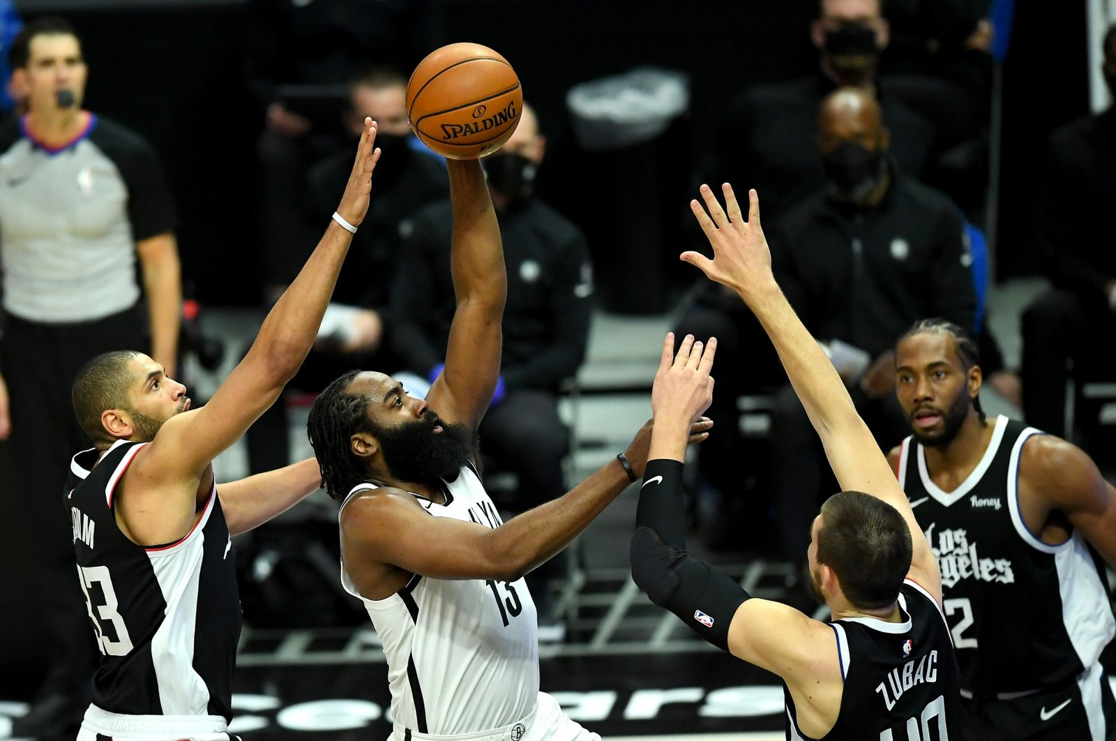 Brooklyn Nets guard James Harden (C) shoots as Los Angeles Clippers forward Nicolas Batum (L) and center Ivica Zubac (R) tries to block in an NBA game at Staples Center,Los Angeles, California,Feb 21, 2021. (Reuters Photo)
