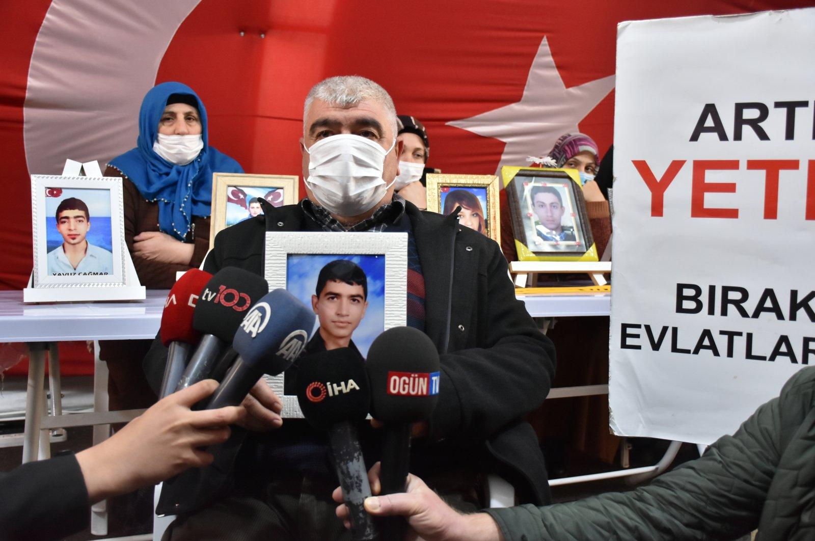 Medeni Alphan, father of Eyüp Alphan who was abducted by PKK terrorists, continues his protests in the tent set up outside the HDP's Diyarbakır office, Feb. 22, 2021 (AA Photo)