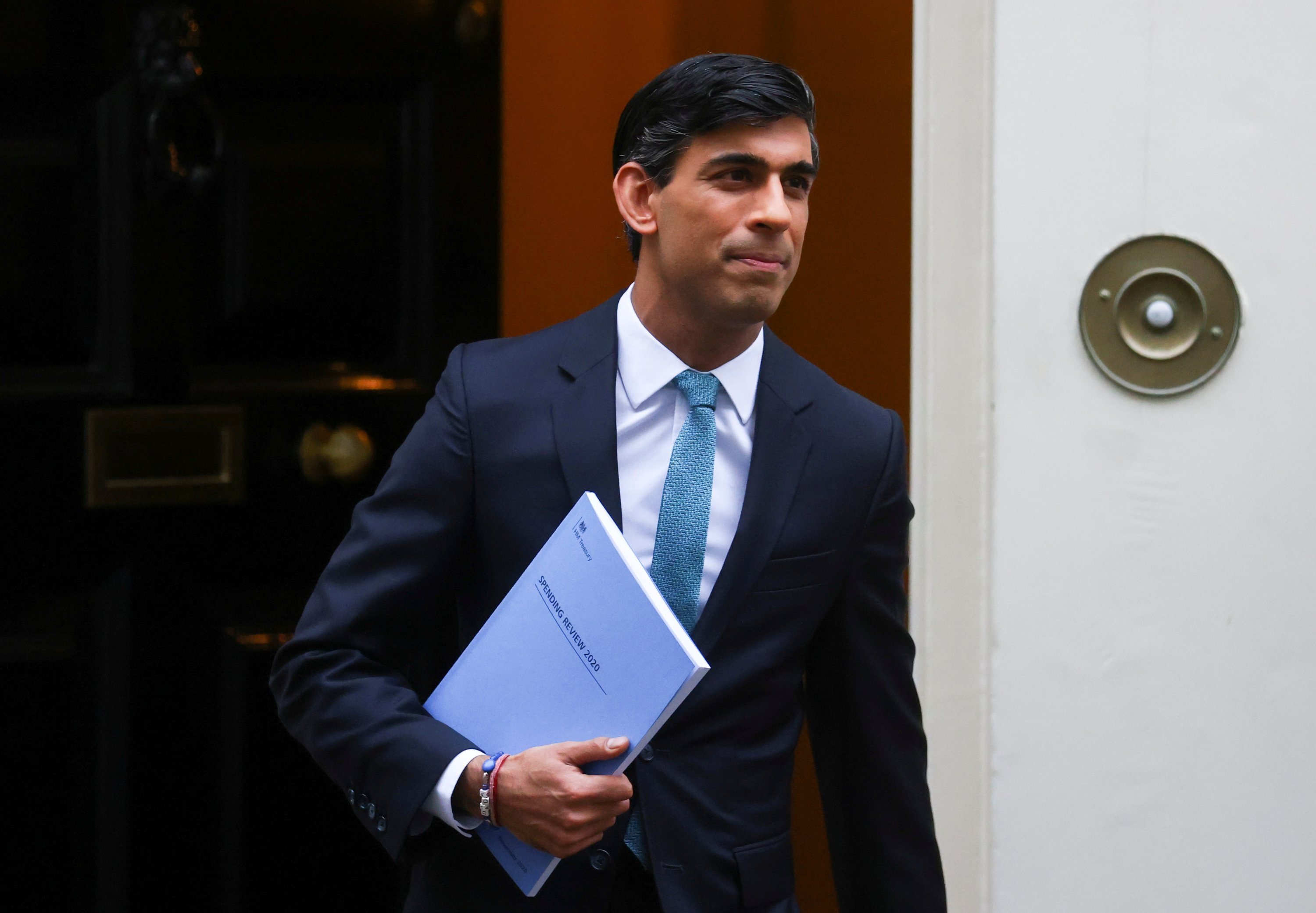 Britain's Chancellor of the Exchequer Rishi Sunak leaves Downing Street, London, Britain, Nov. 25, 2020. (Reuters Photo)