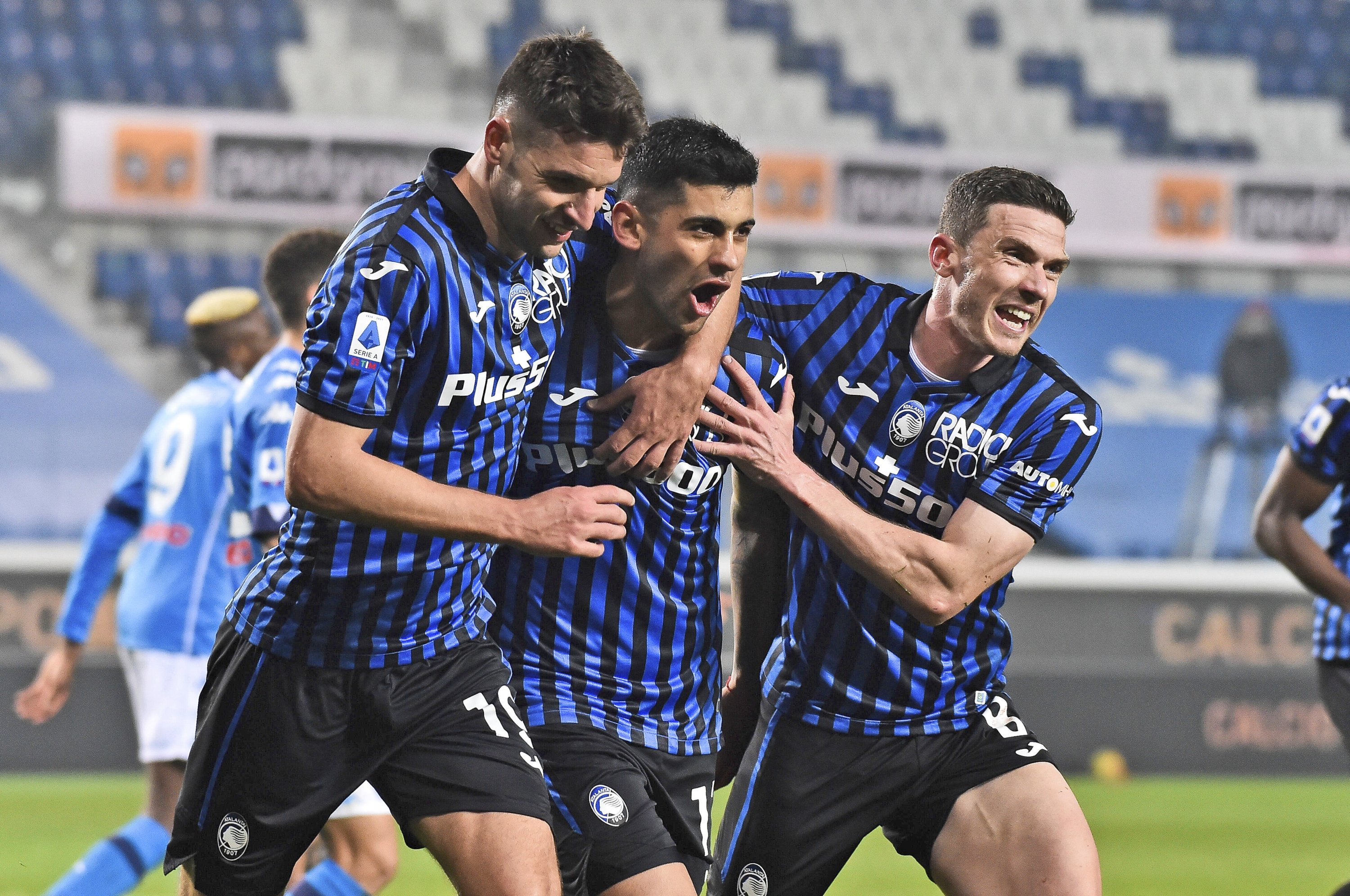 Atalanta's Cristian Romero (C) celebrates with teammates after scoring his side's fourth goal during a Serie A match against Napoli, in Bergamo, Italy, Feb. 21, 2021. (AP Photo)