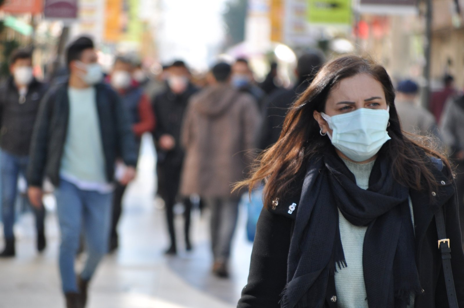 People wearing protective masks against the virus walk on a street in Ordu, northern Turkey, Feb. 19, 2021. (DHA Photo)