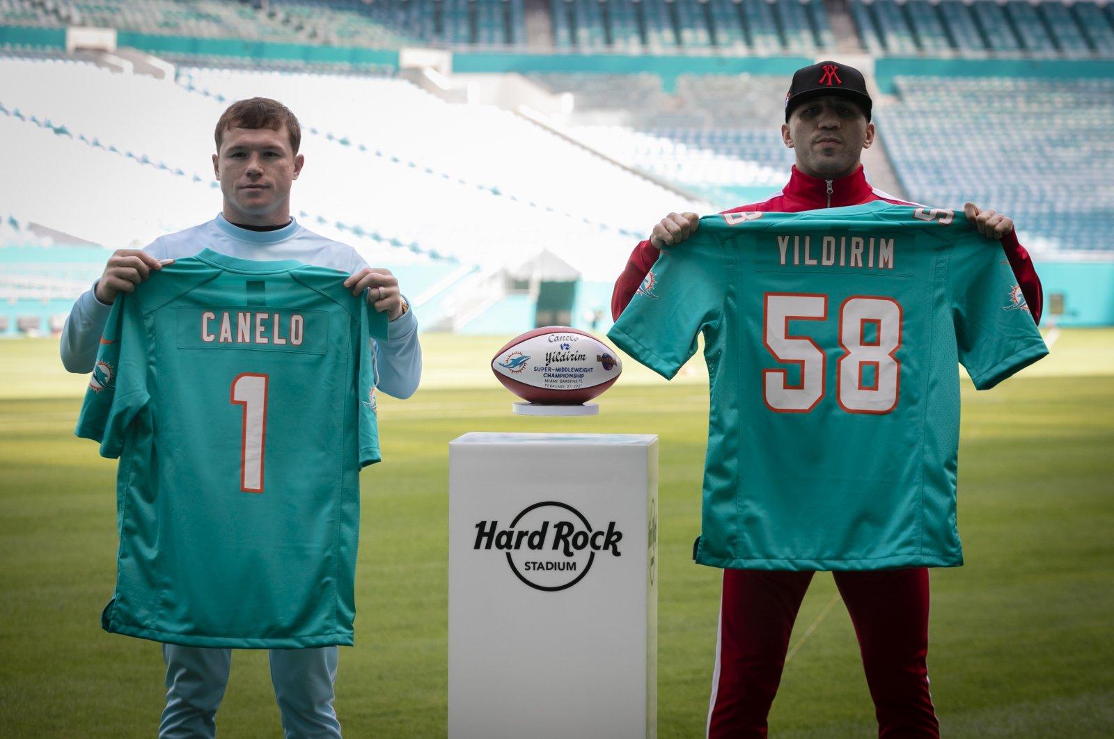 "Turkish boxer Avni Yıldırım (R) and Mexico's Saul ""Canelo"" Alvarez pose for a photo at the Hard Rock Stadium, the venue for their fight on Saturday, Miami, Florida, Feb. 22, 2021. (AA Photo)"