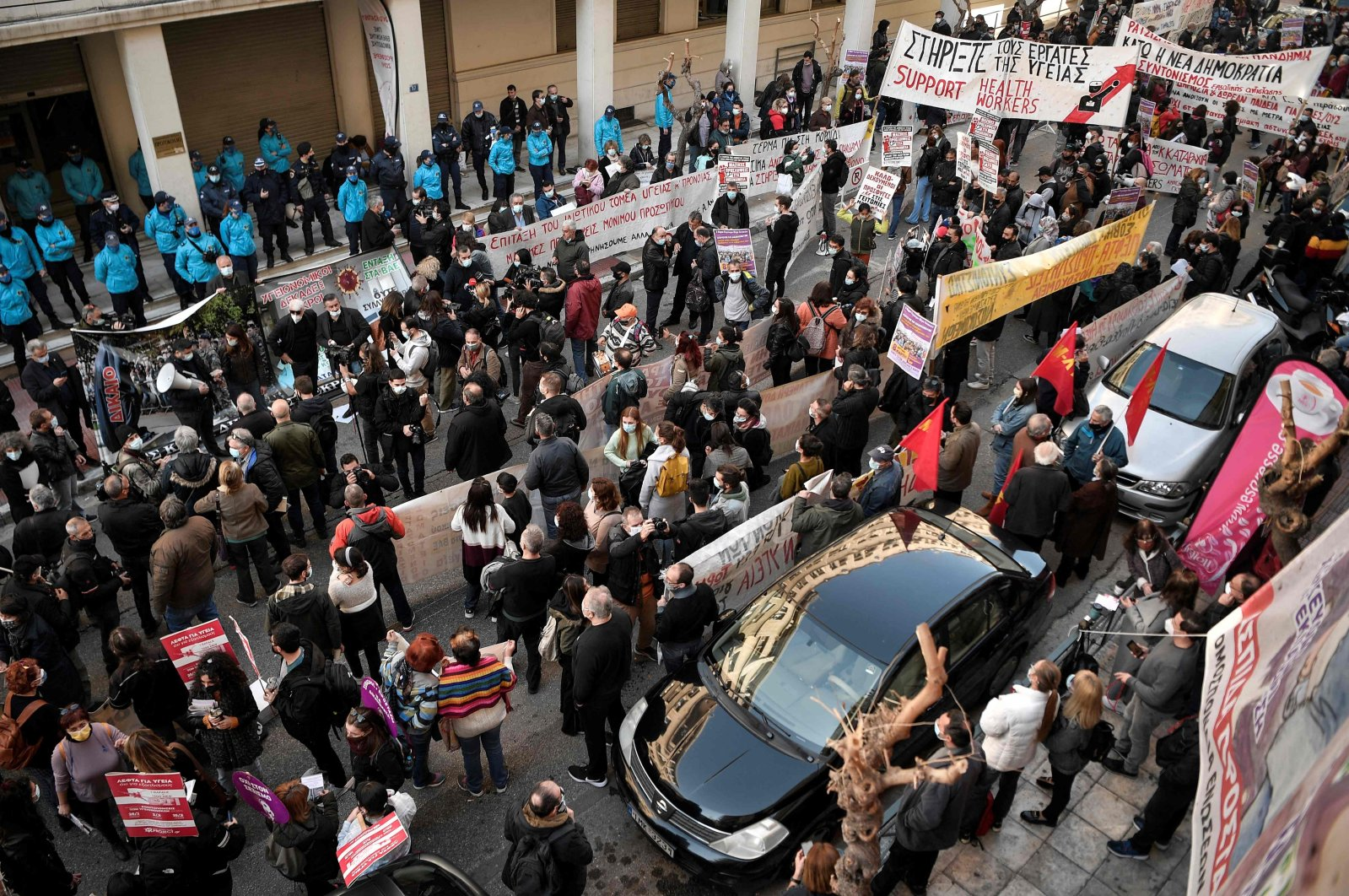 Health workers gather outside the Ministry of Health in Athens on Feb. 23, 2021. (AFP Photo)