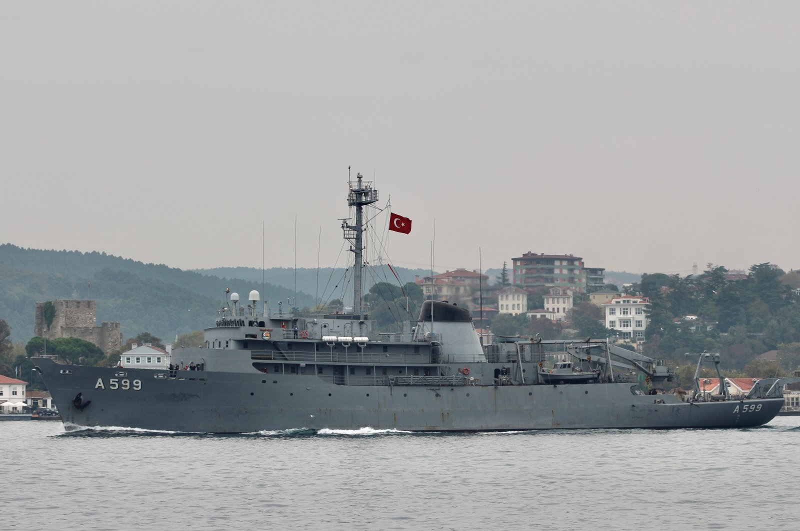 Turkish Navy research vessel TCG Çesme sails in the Bosphorus in Istanbul, Turkey, Oct. 16, 2019. (REUTERS Photo)
