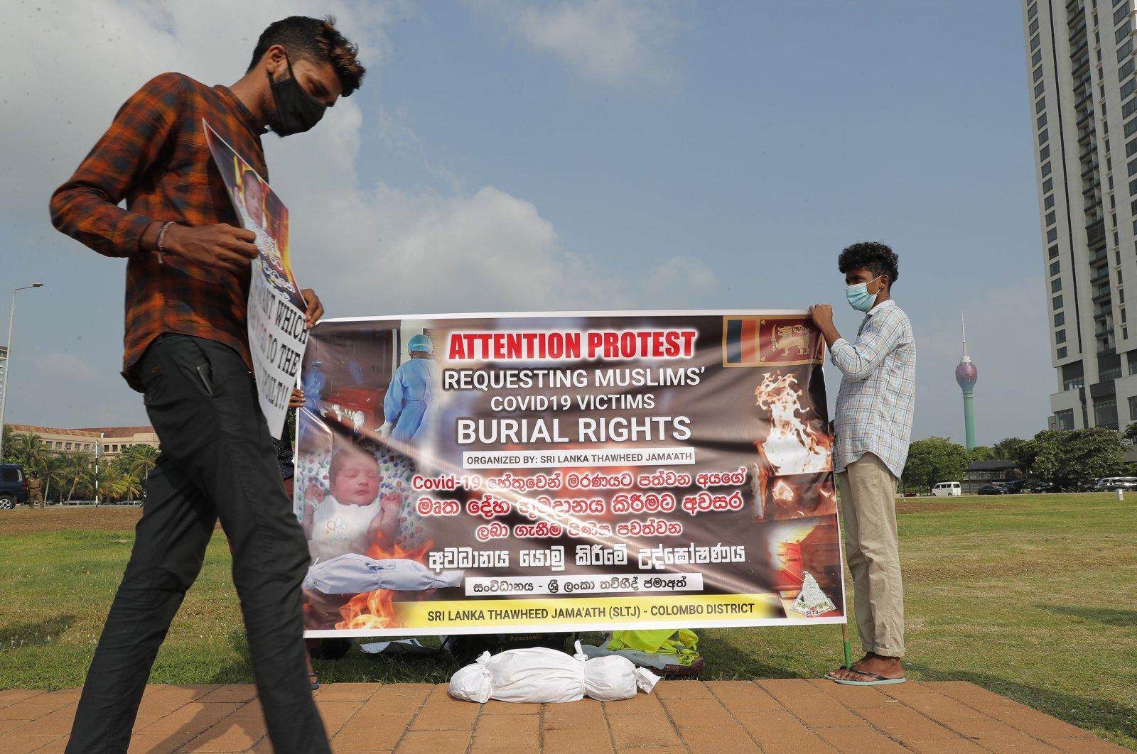 Members of Sri Lanka Thawheed Jamaath, a Muslim organization, display a banner demanding burial rights for Muslims who die of COVID-19, in Colombo, Sri Lanka, Dec. 16, 2020. (AP Photo)