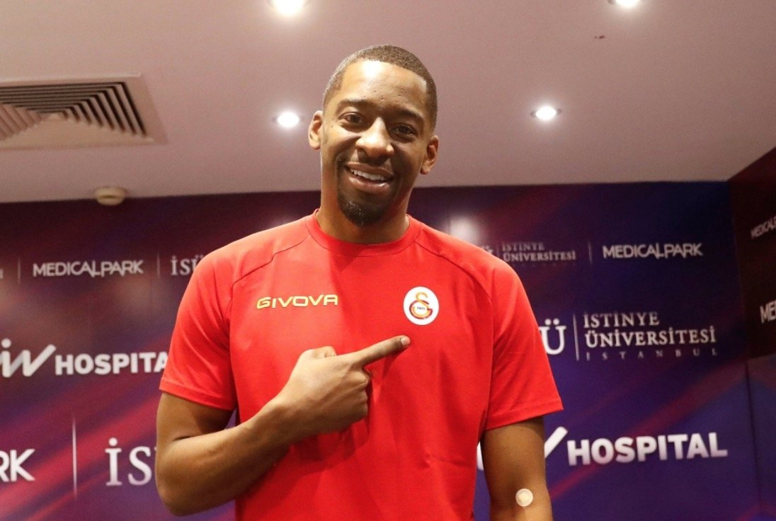 Galatasaray's new shooting guard Jordan Crawford poses for a picture after passing a health test at Liv Hospital in Istanbul, Turkey, on Feb. 24, 2021 (Photo taken from Twitter / GSBasketbol)
