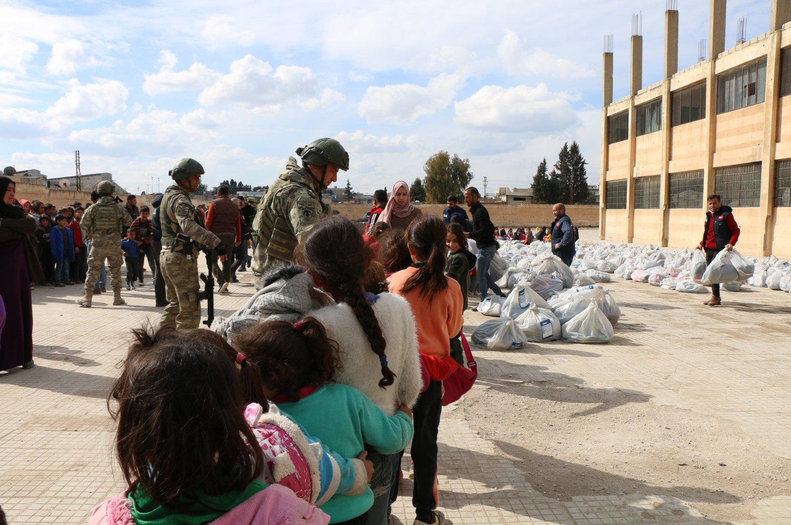 Turkish troops distribute humanitarian aid to children in Ras-al Ain, Feb. 23, 2021. (AA Photo)