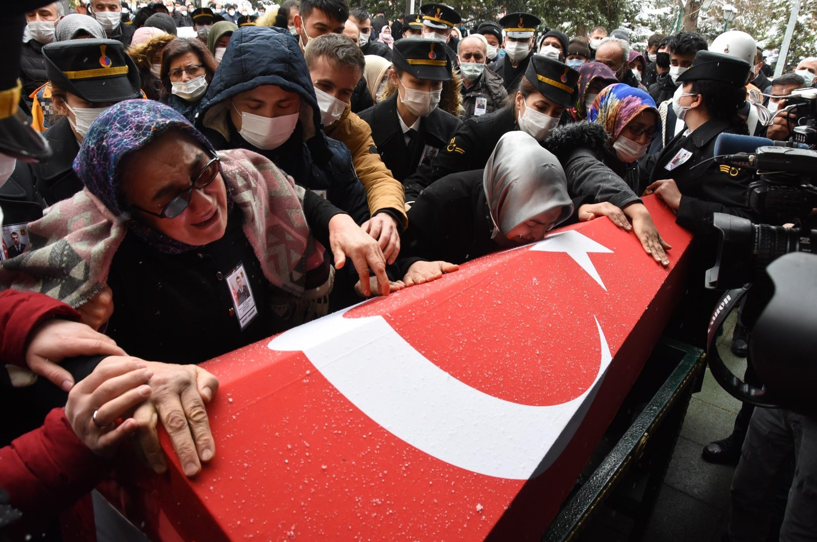 People mourn during the funeral of the Gerndermarie Specialized Sergeant Mevlüt Kahveci who the PKK terrorists killed in northern Iraq's Gara, Feb.18, 2021. (DHA)