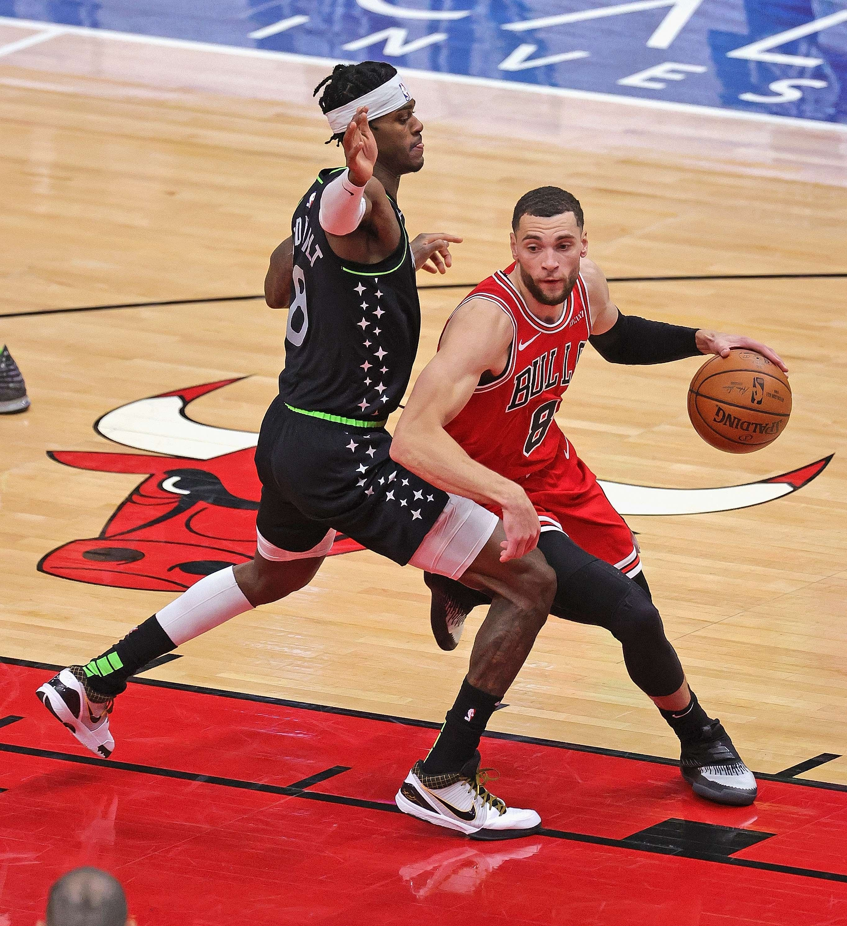Chicago Bulls' small forward Zach LaVine (R) moves against Minnesota Timberwolves' Jarred Vanderbilt (L) during an NBA match at the United Center, Chicago, Illinois,February 24, 2021. (AFP Photo)