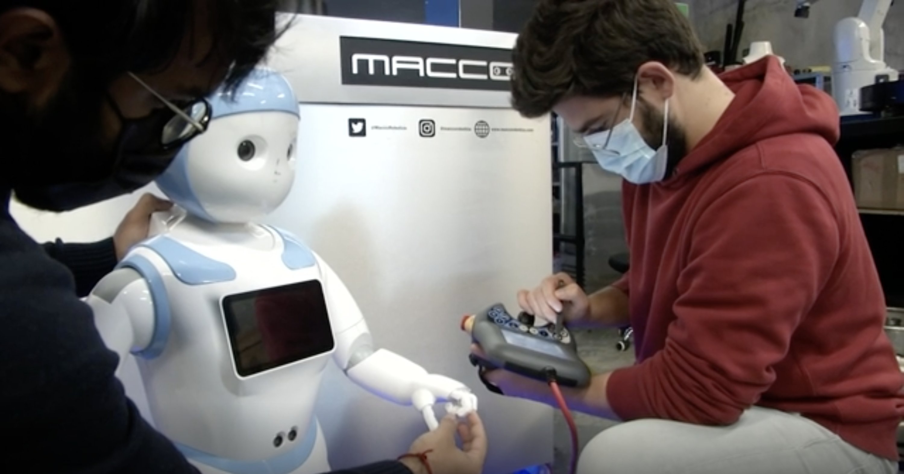 Robots Serve Drinks to Maintain Covid-19 Rules in Spain