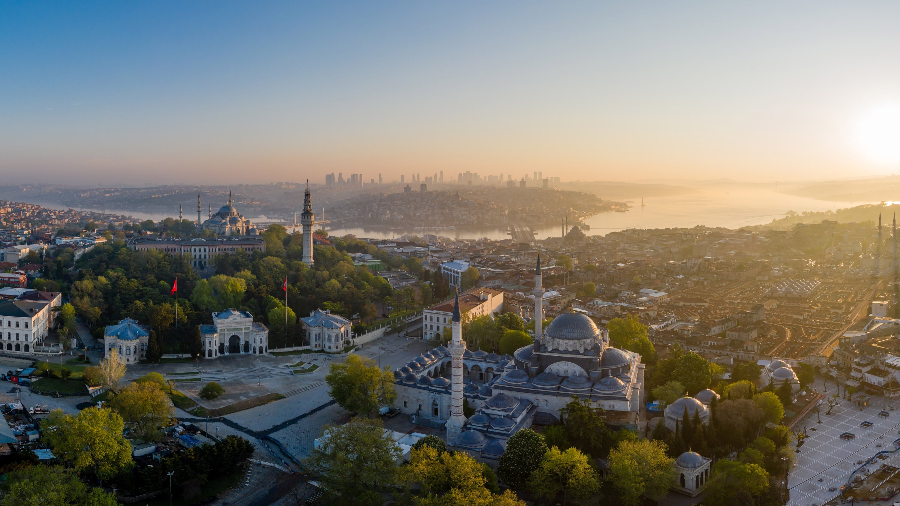 An aerial view of Beyazıt Square with the Bayezid Mosque Complex on the right and the Bayezid entrance gate of Istanbul University on the left. (Shutterstock Photo)
