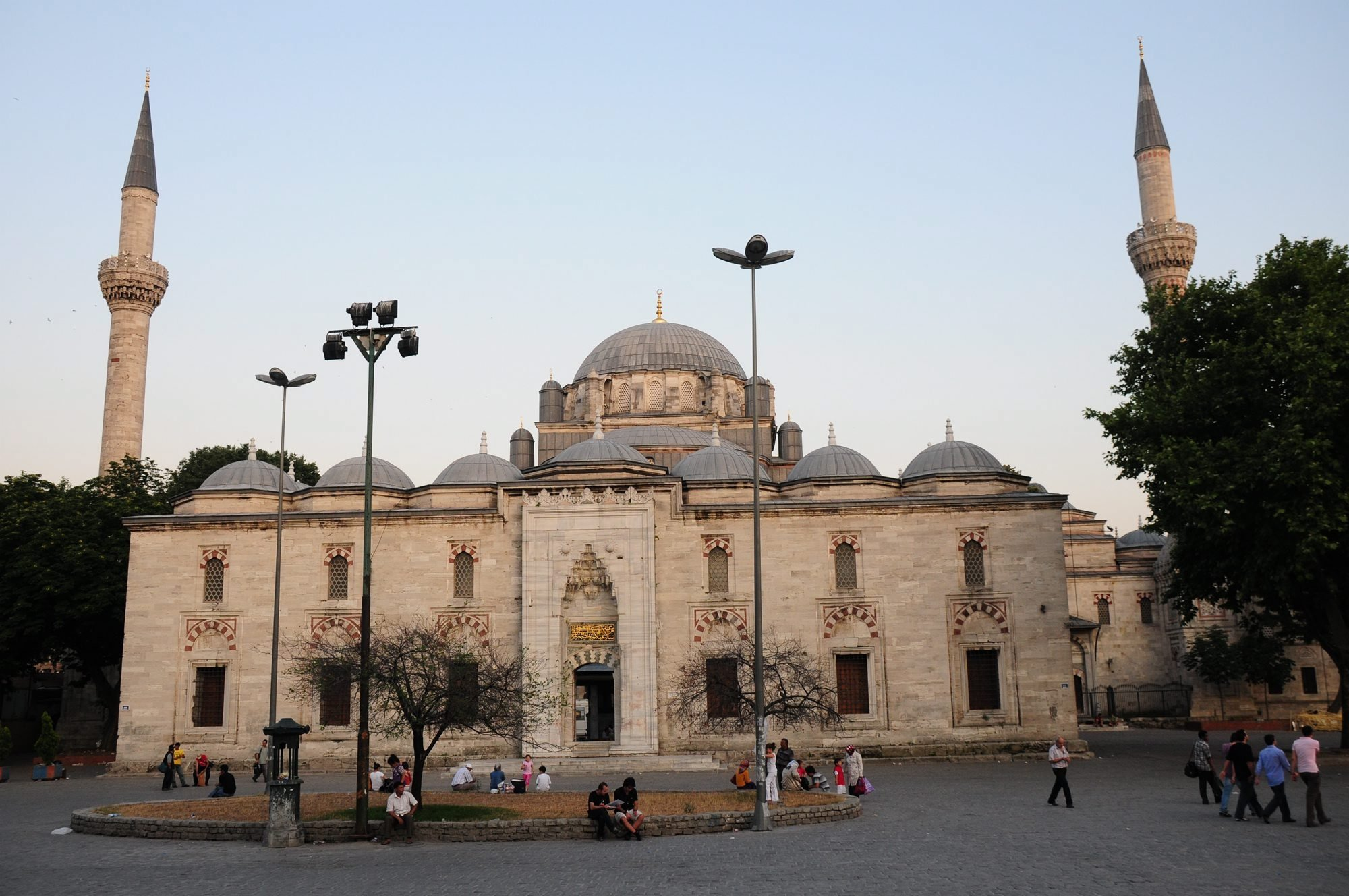 A photo of the Sultan Bayezid Mosque in Beyazıd Square, Istanbul. (Archive Photo)