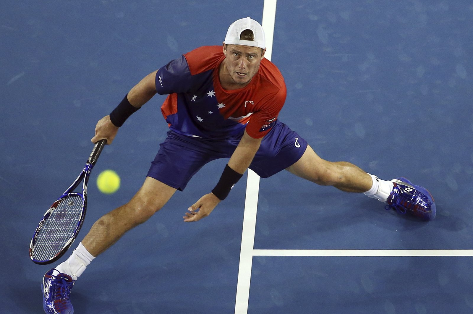 Australia's Lleyton Hewitt stretches for a shot during his first-round match against compatriot James Duckworth at the Australian Open tennis tournament at Melbourne Park, Australia, Jan. 19, 2016. (Reuters Photo)