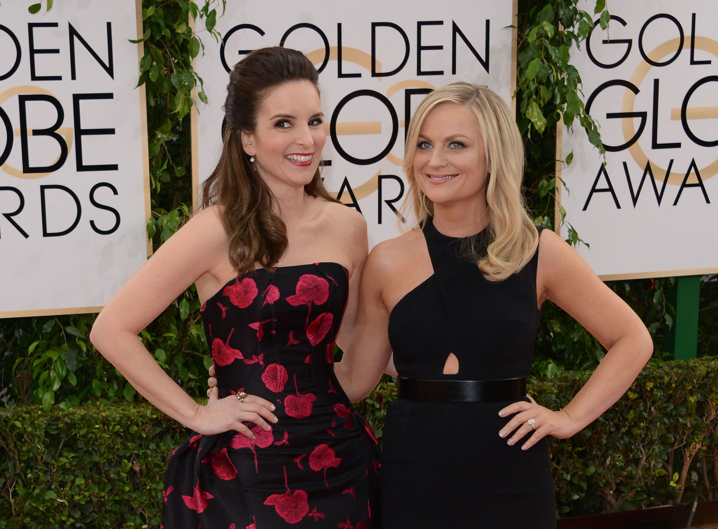This photo shows actress Tina Fey (L) and Amy Poehler (R) arriving for the 71st Golden Globe Awards held at the Beverly Hilton hotel in Beverly Hills, California, the U.S., Jan. 12, 2014. (AFP Photo)