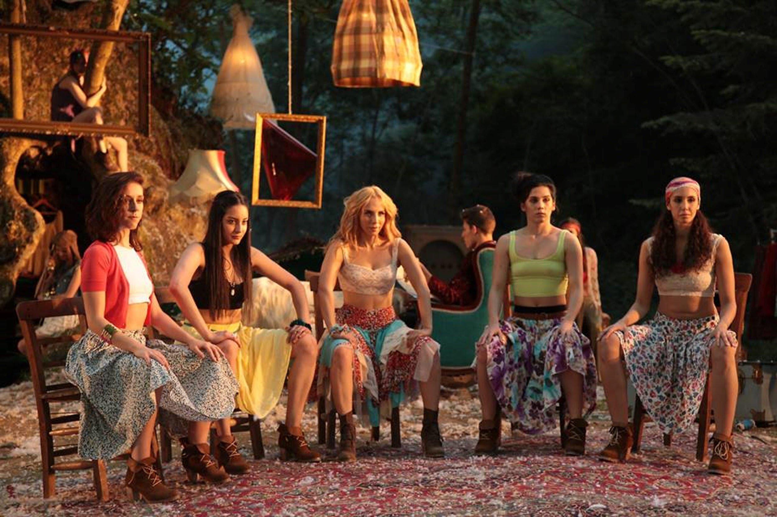 Sertab Erener (C) in a still shot from the clip of her 'Öyle de Güzel Böyle de Güzel' ('He is Beautiful One Way or Another').
