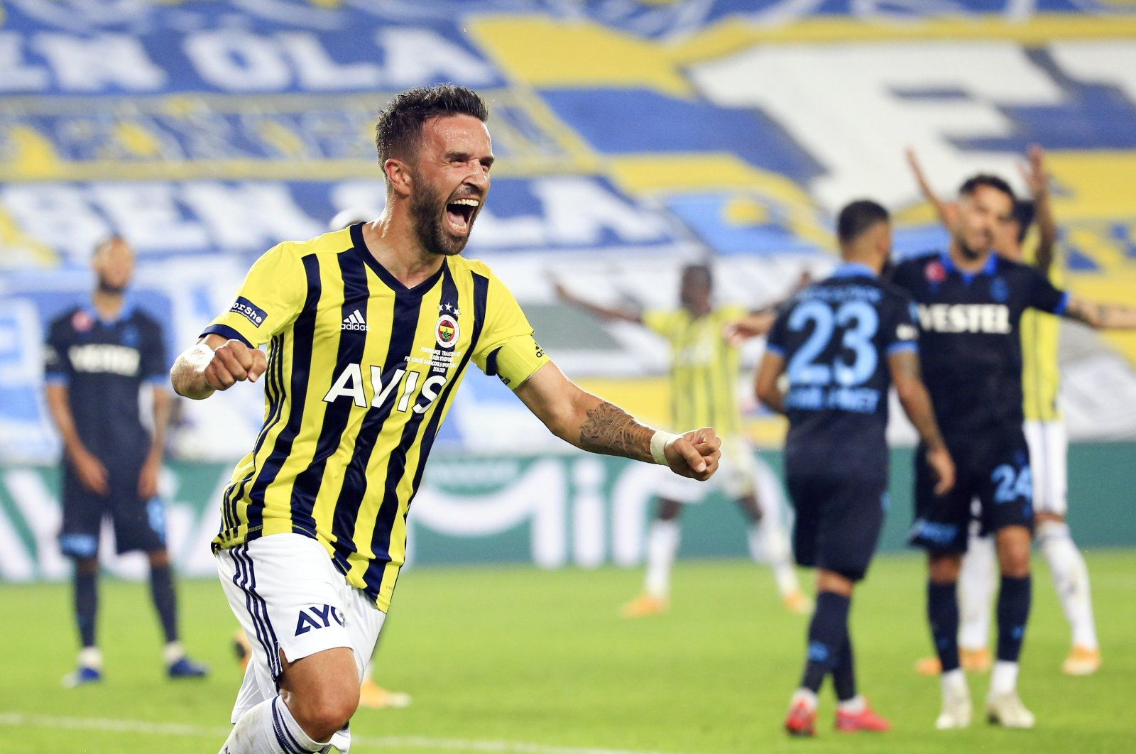 Fenerbahçe's Gökhan Gönül celebrates after Fenerbahçe wins the derby against Trabzonspor, in Trabzon, northern Turkey, Oct, 25, 2020. (AA Photo)
