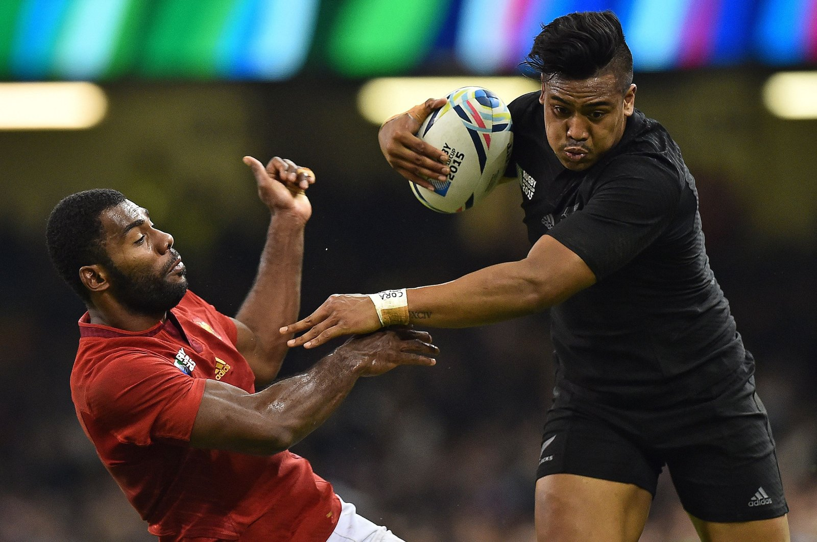 New Zealand's Julian Savea (R) pushes France's Noa Nakaitaci during a match in Cardiff, Wales, Oct. 17, 2015. (AFP Photo)
