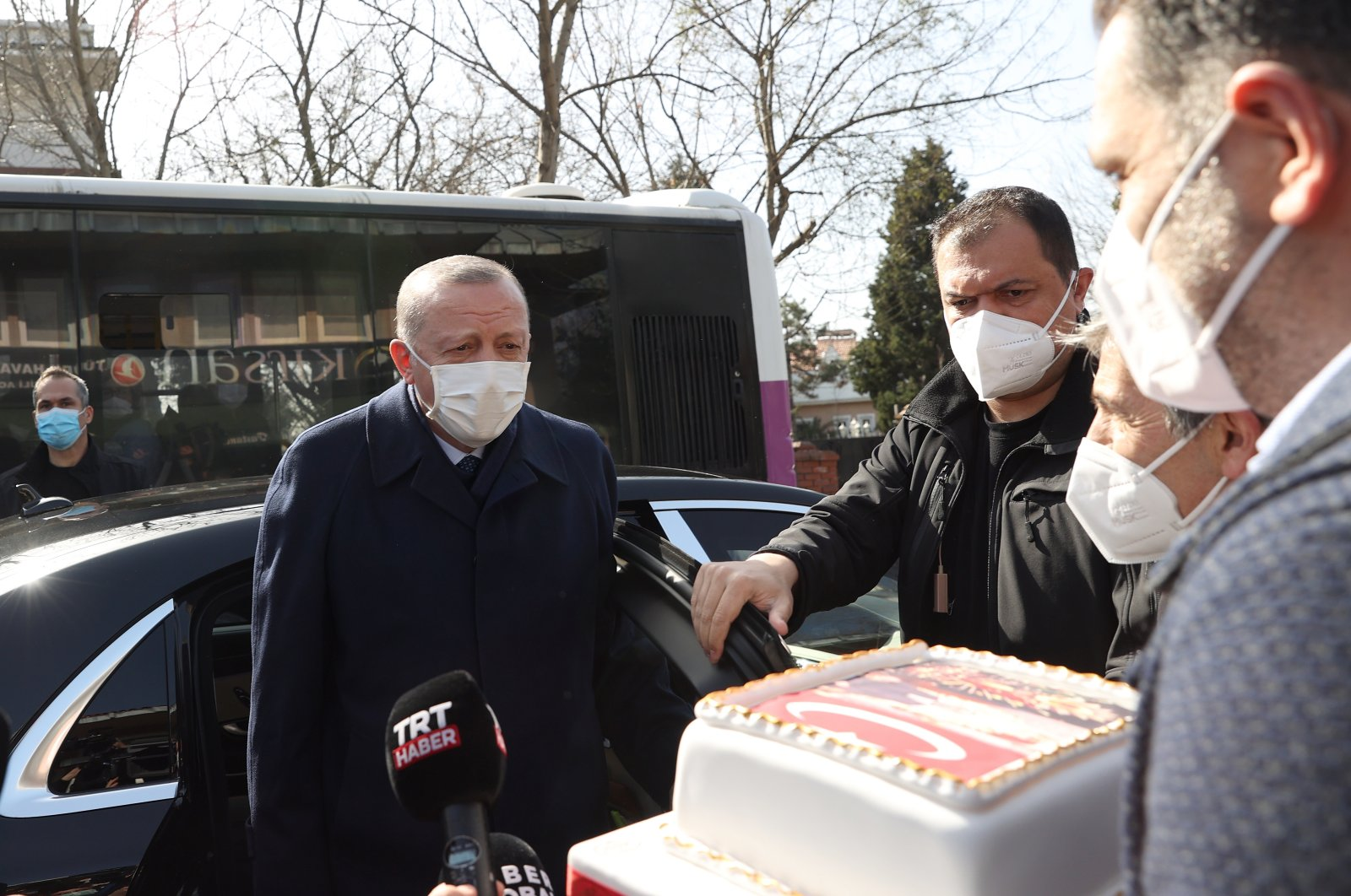 President Recep Tayyip Erdoğan cutting a cake that was given by residents close to his home, Feb. 26, 2021. (AA Photo)