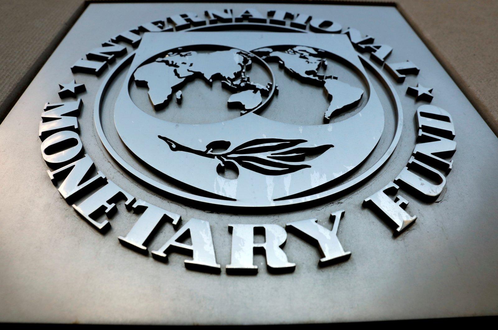 The International Monetary Fund (IMF) logo outside their headquarters in Washington, D.C., the U.S., Sep. 4, 2018. (Reuters Photo)