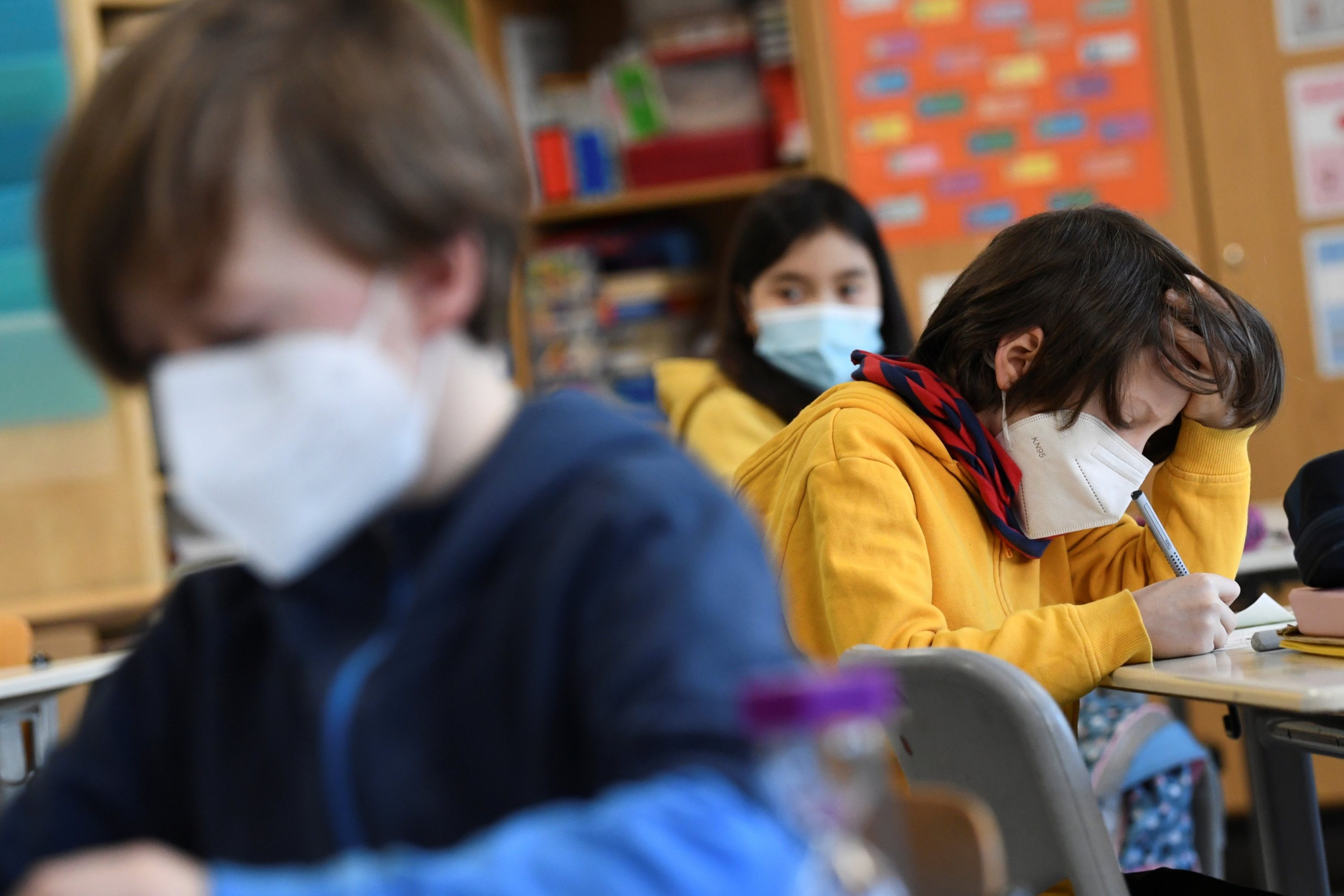 Schoolchildren participate in a lesson at Gustav-Falke elementary school according to the first measures to lift the coronavirus disease (COVID-19) lockdown in Berlin, Germany, Feb. 22, 2021. (Reuters Photo)