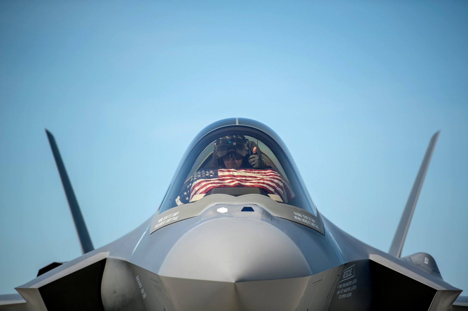 An F-35 pilot prepares for take-off from the Vermont Air National Guard Base with the flag of the United States before a flyover honoring Vermont's front-line coronavirus responders and essential workers in South Burlington, Vermont, the U.S., May 22, 2020. (Reuters)