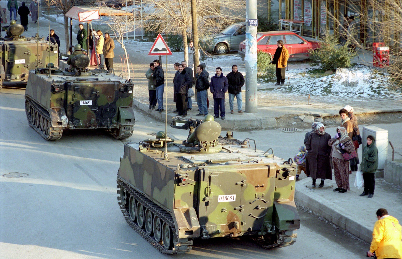 Armored vehicles en route to Akıncı Military Base in Ankara's Sincan district ahead of the release of the military memorandum, Feb. 4, 1997. (AA Photo)